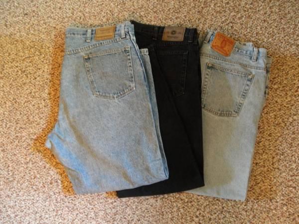 Photo Jeans - Lot of 3 - 40 X 30 - 2 Wrangler 1 Bill Blass - $10 (Oak Lawn)