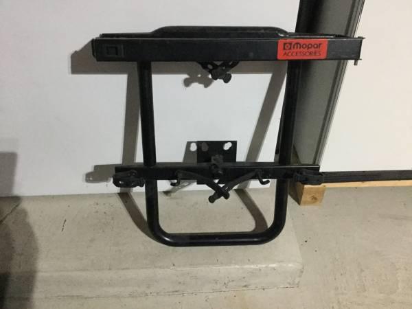 Photo Jeep Wrangler spare tire ski rack - $65 (Downers Grove)