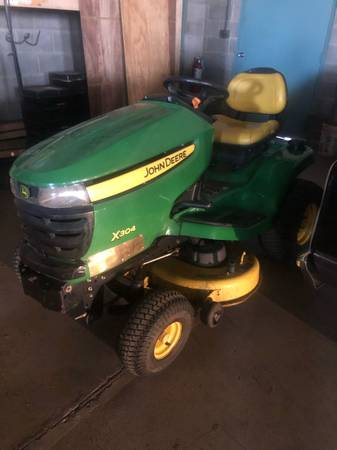 Photo John Deere X304 Lawn Mower Tractor - $1350 (Vernon Hills)
