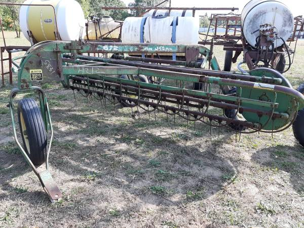 Photo John Deere brand model 672 dolly wheel hay rake pull with tractor - $950 (DeMotte IN)