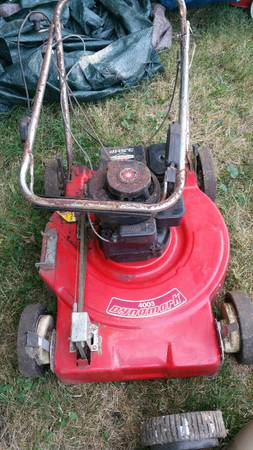 Photo LAWN EQUIPMENT , SNOW BLOWERS, BAGS, , AND MORE - $10 (Deerfield)