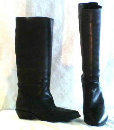 Photo LEATHER BOOTS by White Mountain - $25 (Lakeview)