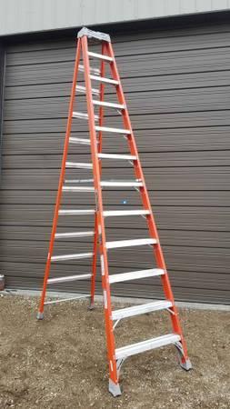 Photo Louisville 12 ft 300 lb rated orange fiberglass step ladder - $120 (woodstock illinois)