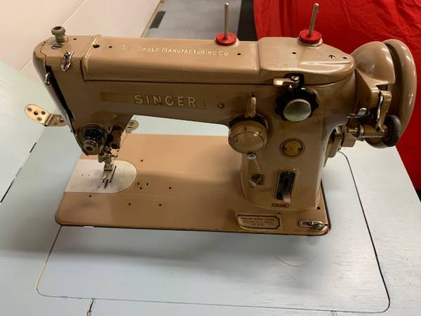 Photo Model 306K BA 3-8 VintageAntique Singer Sewing Machine with table - $100 (Palatine)