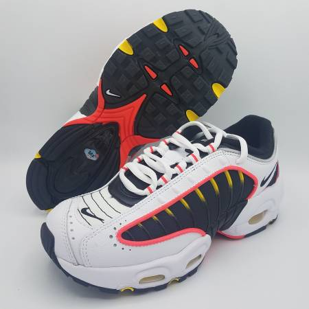 Photo NEW Nike Air Max Tailwind IV White Black Red Kids Sz 6Y  Womens 7.5 - $120 (Naperville)