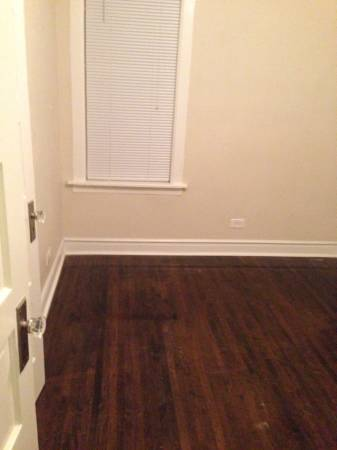 Photo Need a room for a month or two (Logan square)