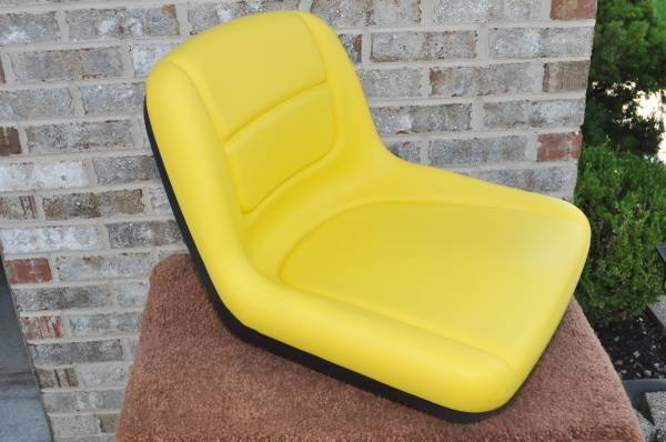 Photo OEM JOHN DEERE (Upgraded) 15quot HIGH BACK SEAT with SEAT SWITCH NEW - $99 (Homer GlenOrland ParkLockport area)
