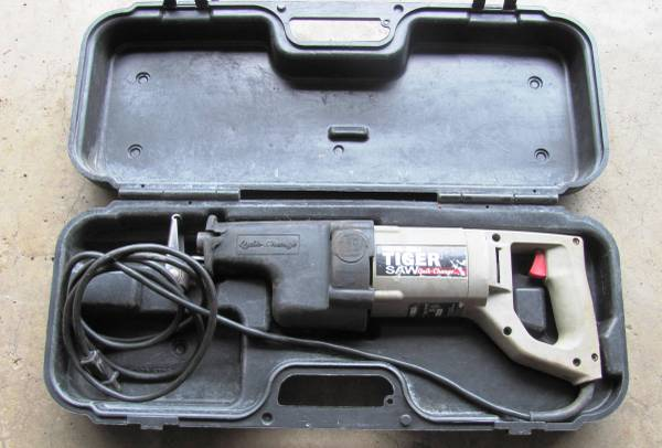 Photo Porter Cable Tiger Saw 735 Corded Reciprocating Saw with Case - $35 (CRYSTAL LAKE)