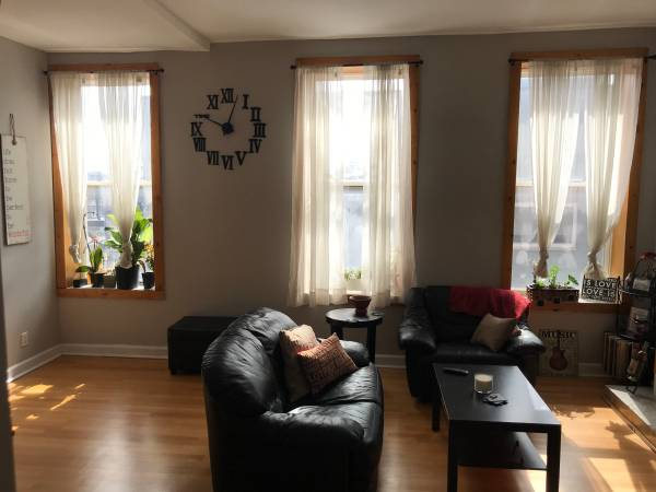 Photo Private Bedroom w Bath in Duplex 2 Bed2.5 Bath Apartment (Wicker Park)