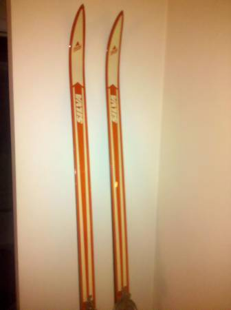 Photo SKIS, FIGURE AND ROLLER SKATES, BOWLING SHOESBAG, RACKETS, POGO STICK (CHICAGO)