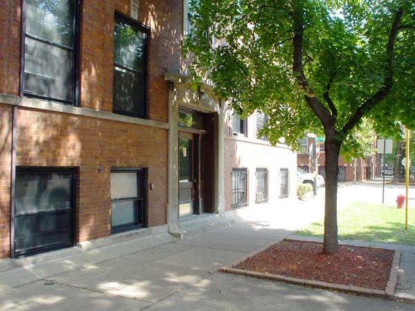Photo Spacious Bedroom in Charming Vintage 2-Bedroom Lincoln Park Apt (Lincoln Park)