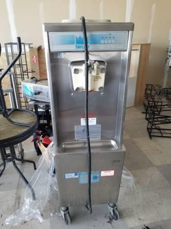 Photo TAYLOR 751-27 SOFT SERVE ICE CREAM MACHINE - $4500