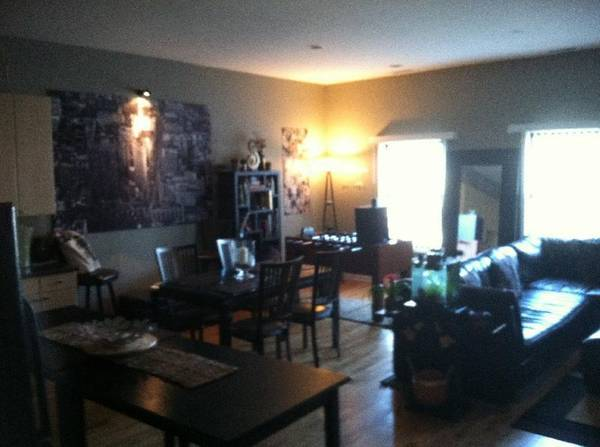 Photo Updated Logan Square 2bed1bath Right on Milwaukee Avenue (2336 N Milwaukee)