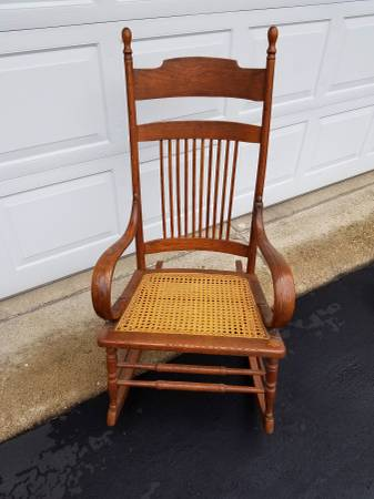 Photo VINTAGE ADULT CANE ROCKING CHAIR - $55 (CHANNAHON)