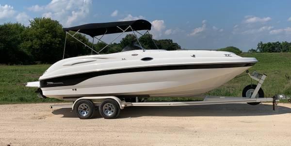 Photo Very Nice 2002 Chaparral 242 Sunesta Deckboat - $21,000 (West Bend WI)
