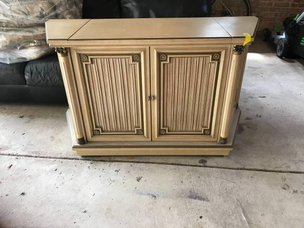 Photo Vintage Magnavox Stereo Console - $500 (River Forest)