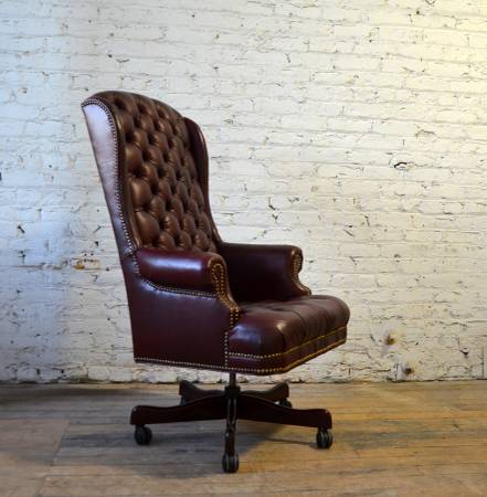 Photo Wellington39s American Leather Executive Desk Chair w Nailheads - $695 (Chicago)