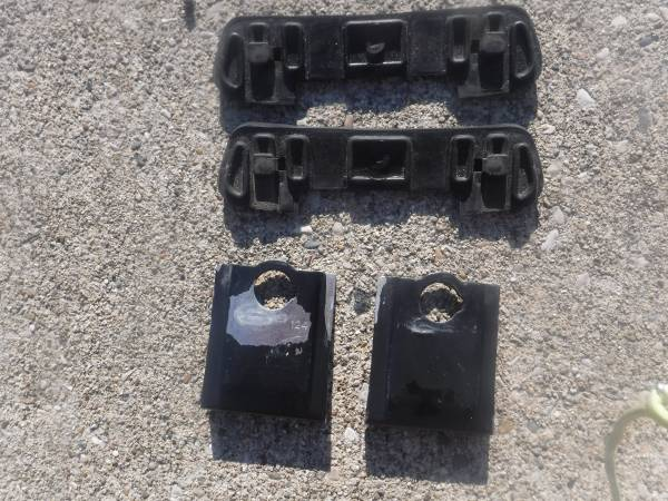 Photo Yakima Q124 Clips for Yakima roof rack - $40 (Gurnee)