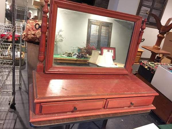 Photo desk top mirrored valet with drawers - $25 (Wheaton)