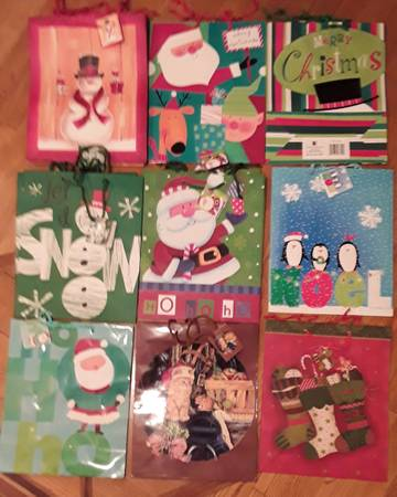 Photo gift bags for Christmas and winter, size large,NEW $1 eaeach - $1 (Beverly Morgan park Chicago)