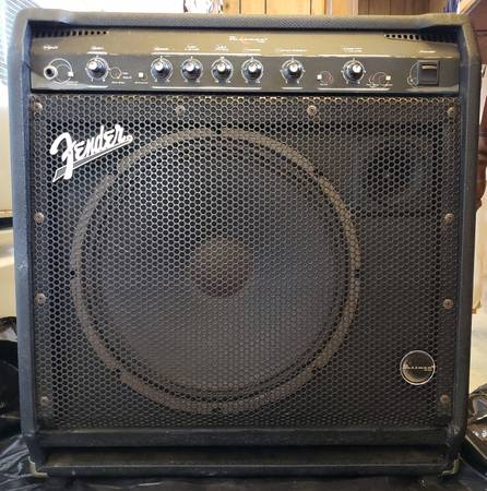 Photo good size 45w vintage fender  with 15quot speaker - $199 (this is not a tiny practice )
