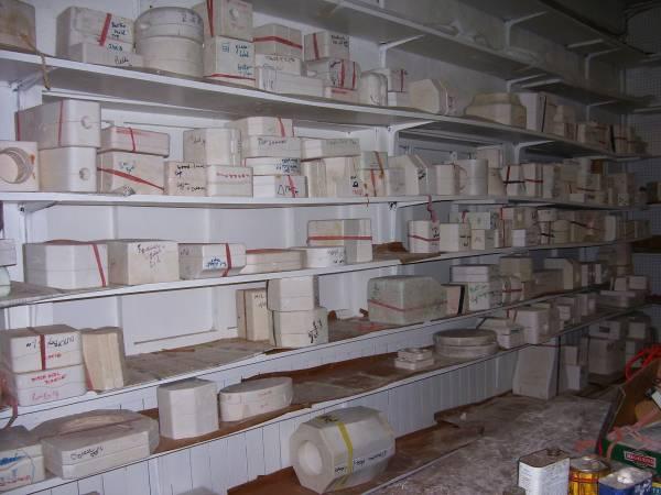 Photo hundreds of ceramic molds - - $200