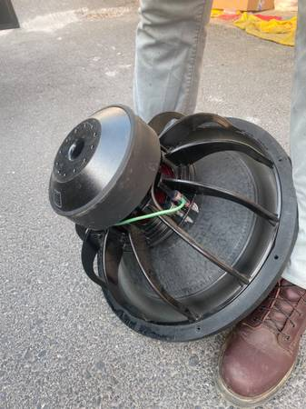 Photo 18 skar audio sub with  - $500 (Oroville)