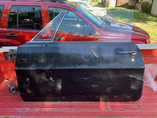 Photo 1967 Pontiac Left Door Complete - $150 (Chico)