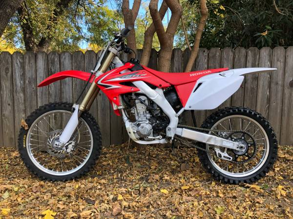 Photo 2009 Honda CRF 250 R Dirt bike CRF250R - $3300 (Chico, CA)