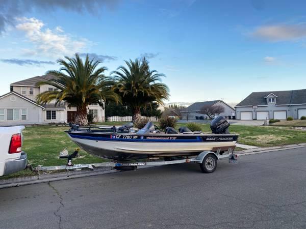 Photo Bass Tracker V-17 Bass Boat Salmon Boat - $6,000 (Elk Grove  Sacramento)