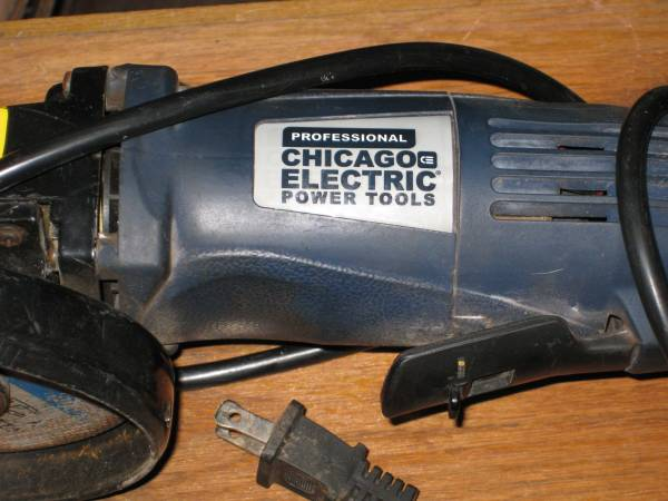 Photo Chicago Electric Professional 4 12 inch Angle Grinder - $15 (Chico)