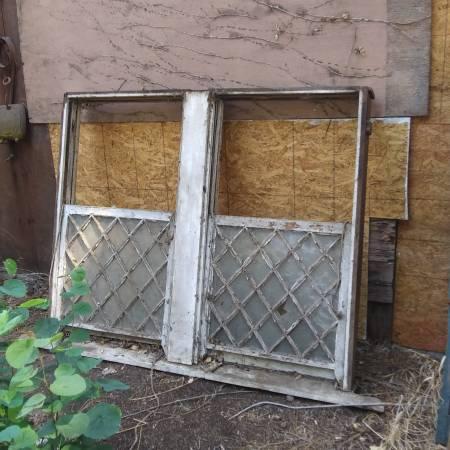 Photo Double doublehung diamond pane window - $100 (Oroville)