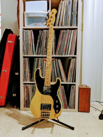 Photo Fender Modern Player Tele Bass - $520 (Chico)