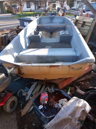 Photo Game fisher boat fiberglass - $200 (Oroville)