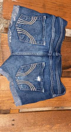 Photo Hollister jeans and shorts - $15 (Chico)