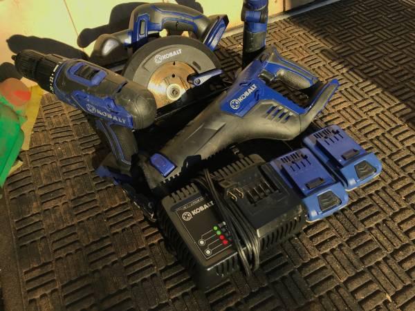 Photo Kobalt cordless Tools Set Drill, Circular saw,Reciprocating saw 2 batt - $200 (Chico)