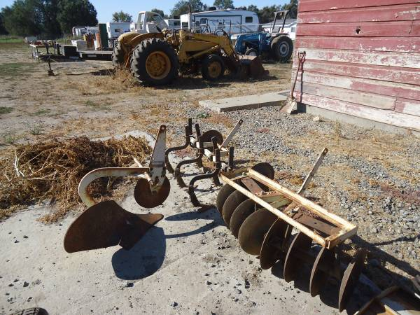 Photo Mid 197039s Sears Cat 0, 3pt hitch Garden Tractor Attachments - $150 (Gridley)