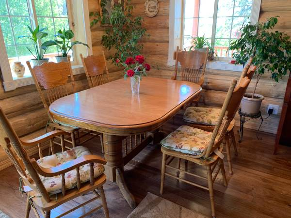 Photo Oak Dining Room Table Solid Wood and 8 Chairs - $350 (Oroville, CA)