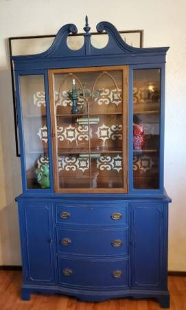 Photo Ornate Glass Front Lighted China Cabinet Hutch Buffet - $245 (GRIDLEY)
