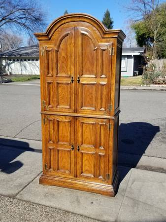 Photo Oversized armoire dresser by Drexel - $300 (Chico)