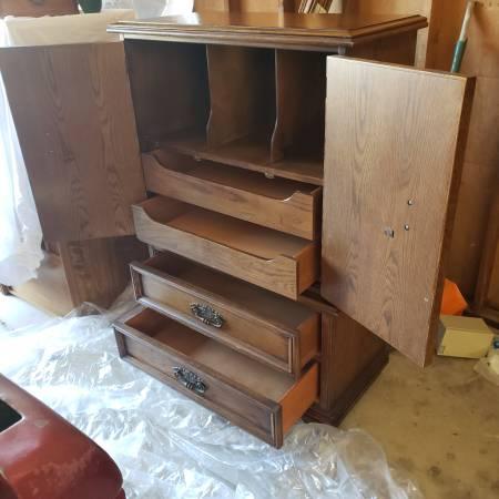Photo Solid oak wood dresser Armoire H54quot W34quot D18quot Extra Clean - $300 (Chico)