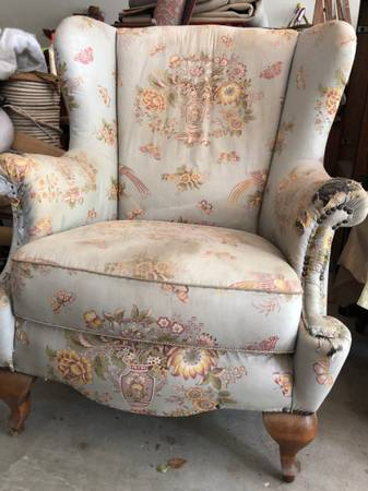 Photo Wing back antique chair - $75 (Chico)