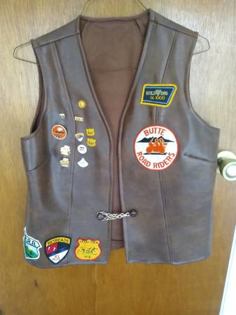 Photo Women39s Brown Leather Motorcycle Vest With Patched and Pins - $25 (Chico)