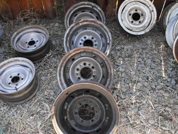 Photo chevy 6 lug 15x8 rally wheels - $250 (redding)