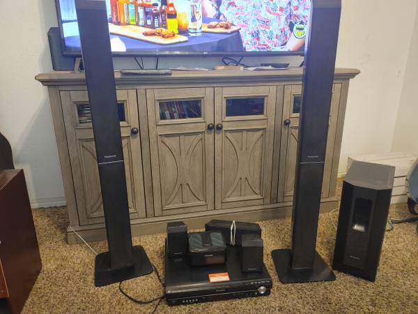 Photo panasonic 5 disc dvd home theatre sound system - $50 (oroville)