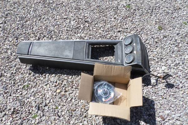 Photo 1967 68 Chevy Camaro SS 4 spd console and tach with gauges rare - $1,500 (Jackson)