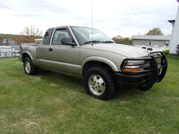 Photo 1998 CHEVROLET S10 4X4 LOW MILES - $3399 (Oak Hill)