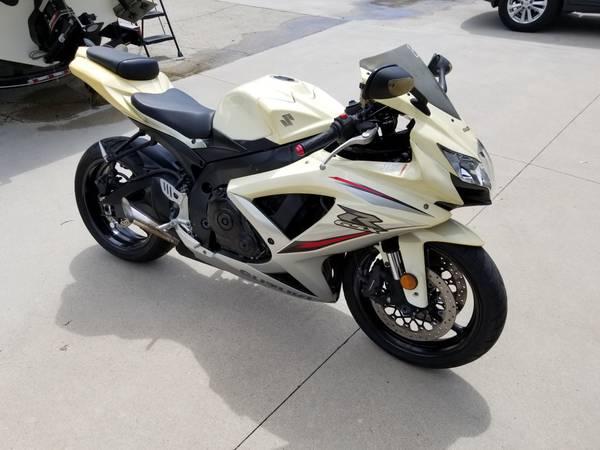 Photo 2009 Suzuki GSXR 750 15K miles - $3,500 (Tipp City)