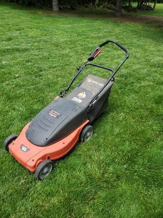 Photo Black and Decker Electric Lawnmower - $60 (Beavercreek)