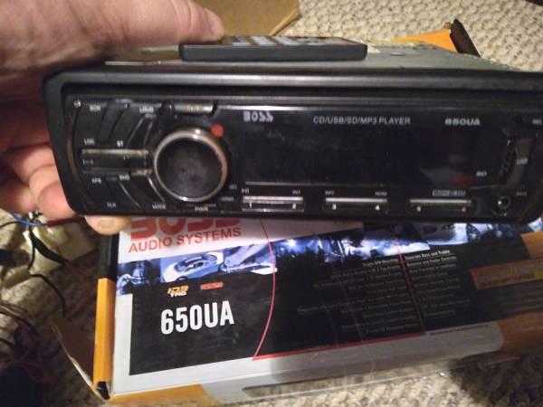 Photo Car stereo and 500 watt  (New boston,ohio)